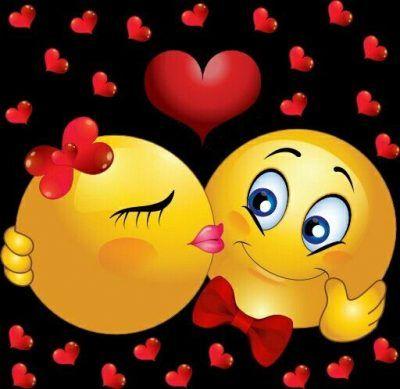 emoticones de amor con movimiento besandose