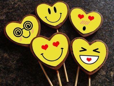 imagenes de emoticones enamorados